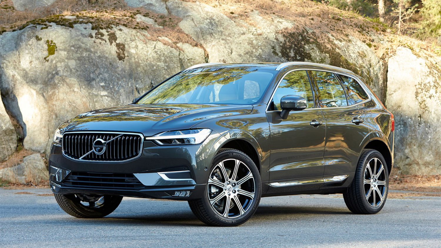 Leasing Volvo XC60 B4 AWD Diesel Momentum Advanced Edition